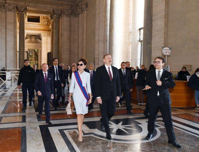 Президент Ильхам Алиев и первая леди Мехрибан Алиева ознакомились с Сикстинской капеллой и Собором Святого Петра в Ватикане