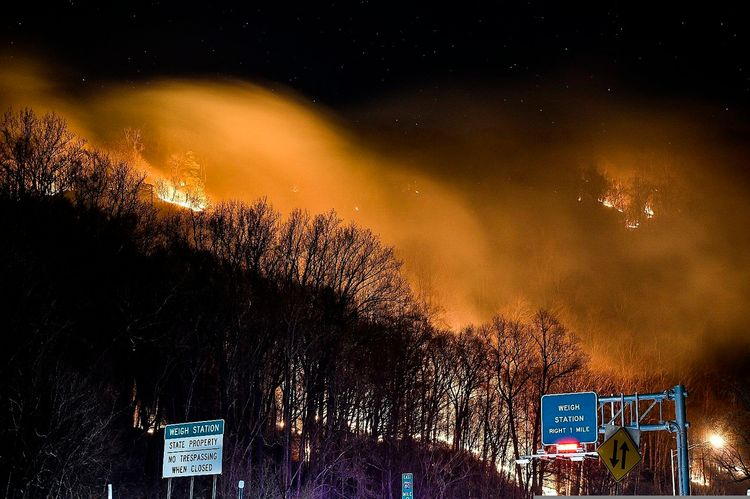 Fire straddles New Jersey forest, national recreation area