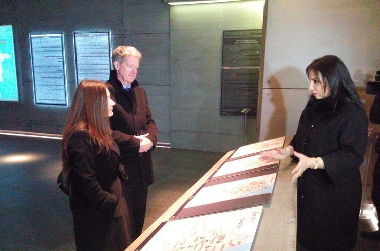 Britaniya səfiri Quba Soyqırımı Memorial Kompleksini ziyarət edib