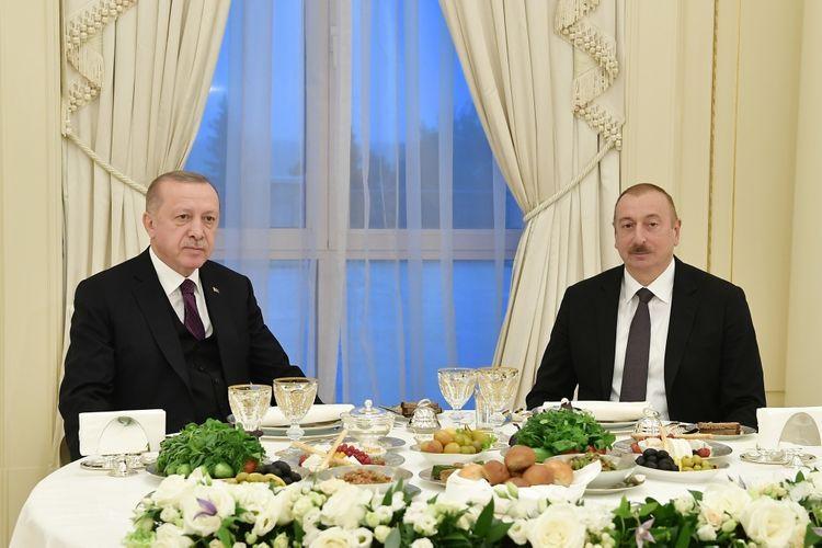 Президент Азербайджана Ильхам Алиев дал обед в честь Эрдогана