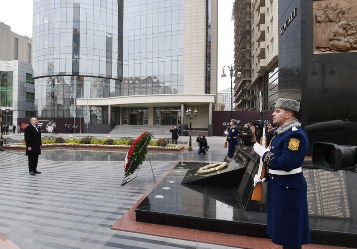 Президент Ильхам Алиев посетил памятник жертвам Ходжалинской трагедии - ОБНОВЛЕНО