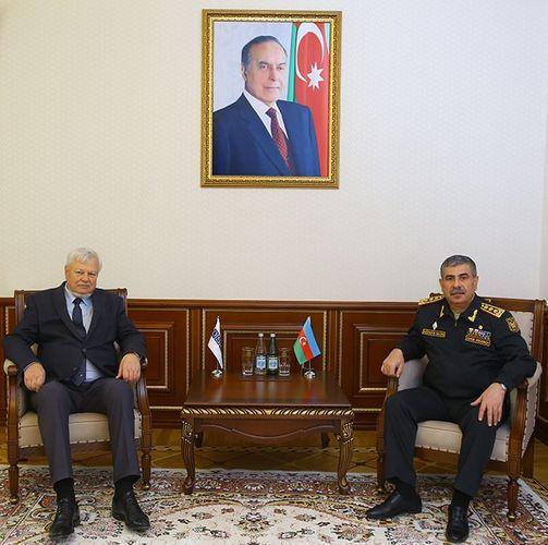 Министр обороны Азербайджана встретился с Анджеем Каспшиком