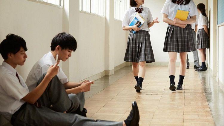 Япония закрывает школы из-за коронавируса