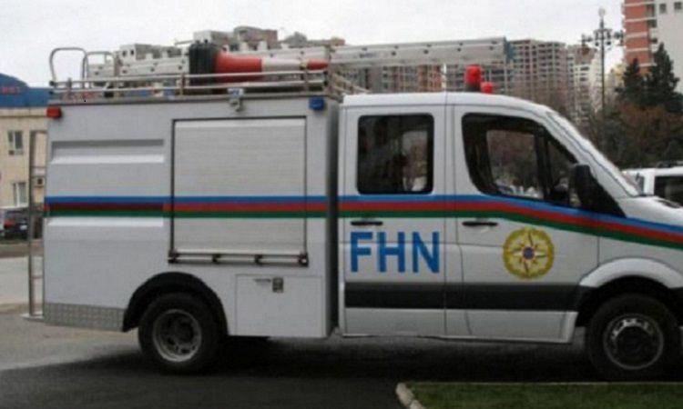 Спасатели МЧС оказали помощь страдающему избыточным весом человеку