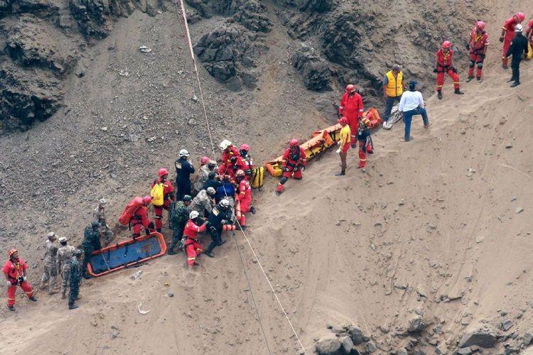 Ekvadorda avtobusun uçuruma düşməsi nəticəsində 5 nəfər ölüb, 7 nəfər xəsarət alıb