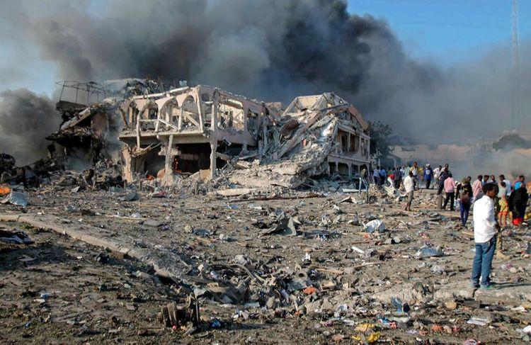Somalia bomb attack wounds 11