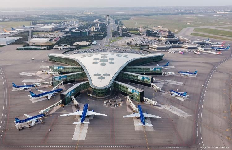 Azerbaijani airlines to continue flights over Iran airspace