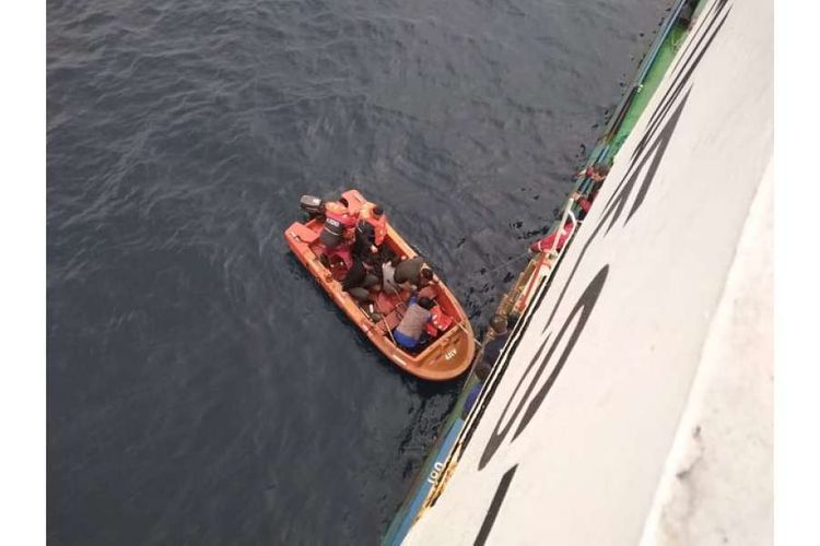 Azerbaijani seamen save lives of three migrants exposed to drowning danger in Ionic Sea