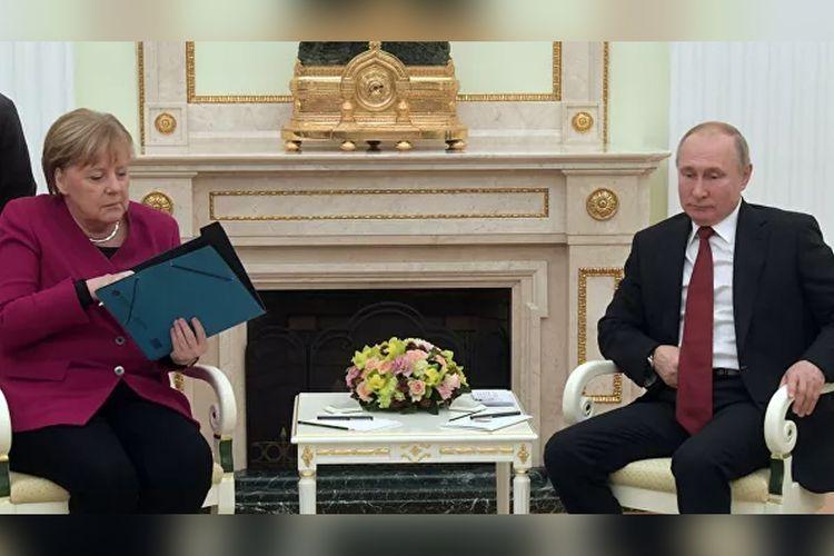 Vladimir Putin-Angela Merkel meeting starts in Moscow