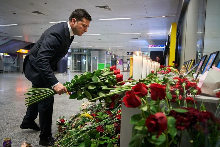 Ukraine PM says state, airline will give money to families of Iran crash victims
