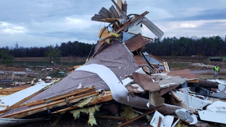 US storms kill at least eight in southern states