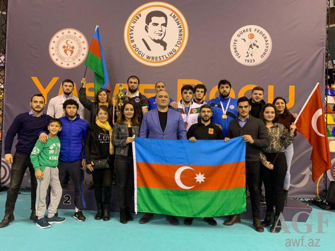 Azərbaycan güləşçiləri Türkiyədə beynəlxalq turnirdə 11 medal qazanıb