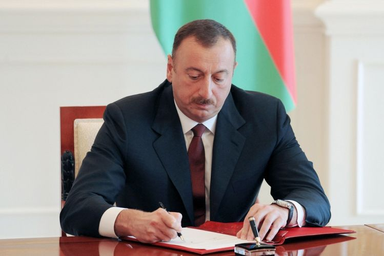 Президент Ильхам Алиев наградил Васифа Талыбова орденом «Шараф»