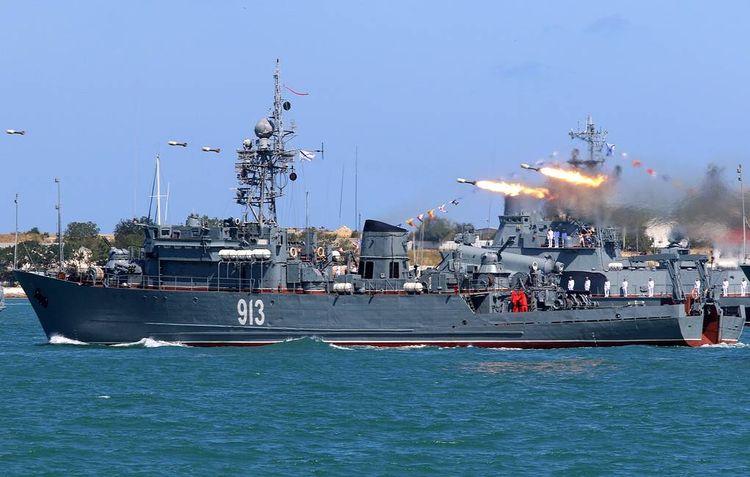 Russian Black Sea Fleet missile frigate holds air defense drills in Mediterranean