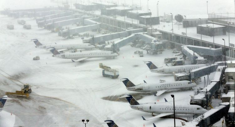 Hundreds of flights canceled in Chicago Airports over heavy snowfall