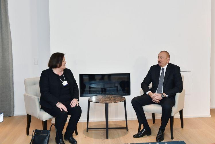 Ильхам Алиев встретился в Давосе с исполнительным вице-президентом и генеральным финансовым директором компании CISCO - ФОТО