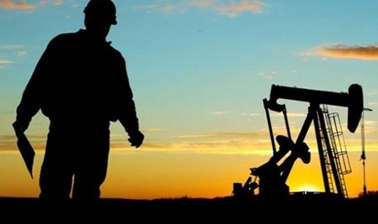 Азербайджан в прошлом году сократил добычу нефти на 3%, добычу газа увеличил на 16%