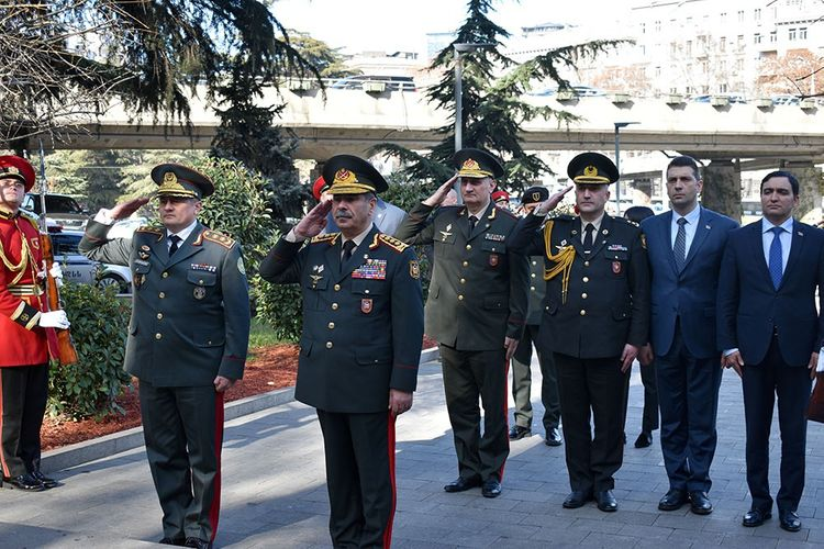 Azerbaijan Defense Minister visits Heroes Square in Tbilisi