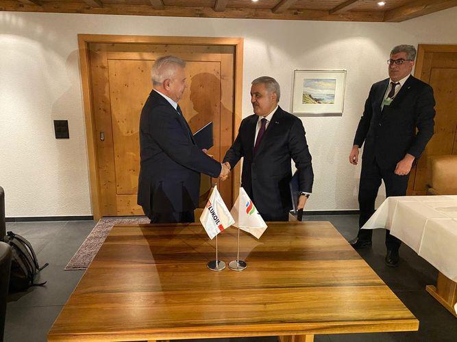 """SOCAR və """"Lukoil"""" arasında Anlaşma Memorandumu imzalanıb"""