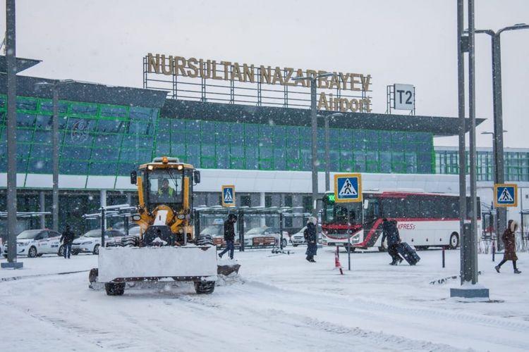 В аэропорту столицы Казахстана из-за сильной метели задерживаются более 30 рейсов