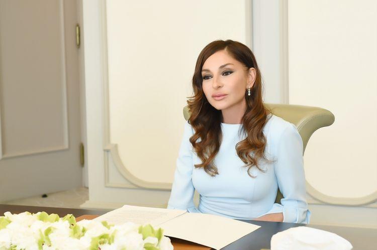 First Vice President Mehriban Aliyeva congratulates Mikhail Gusman on his 70th anniversary