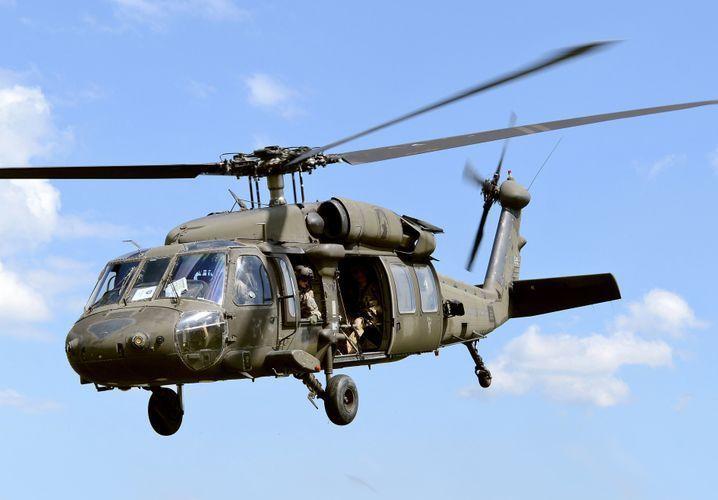 Вертолет ВМС США сел на воду на юге Японии