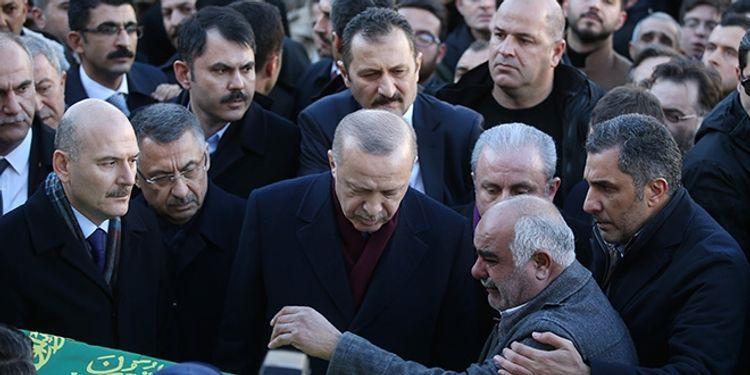 Эрдоган принял участие в похоронах погибших в результате землетрясения матери и сына