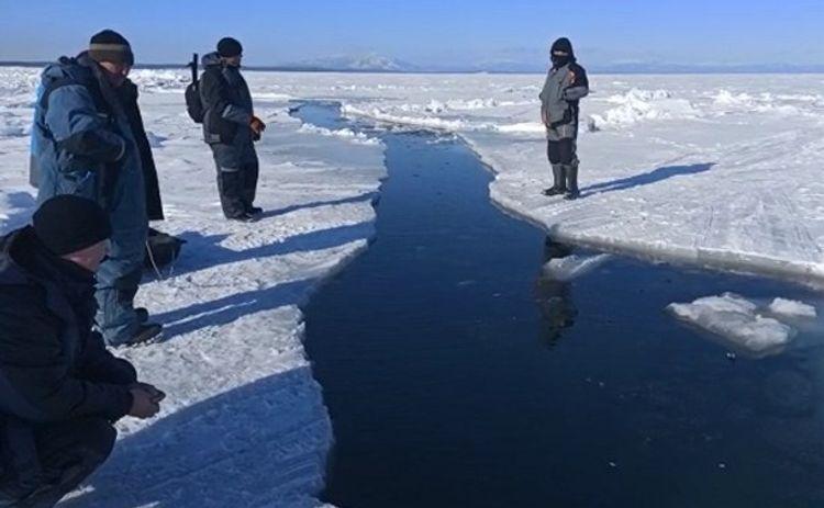 В РФ около 600 рыбаков оказались отрезаны от берега на льдине