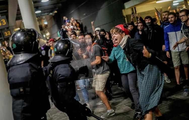Каталонские радикалы устроили беспорядки в Барселоне