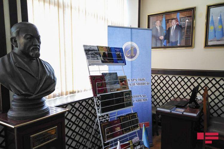 Abay Kunanbayev adına qazax dili, tarixi və mədəniyyəti mərkəzində kitab sərgisinin açılışı olub