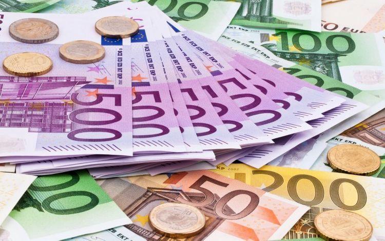 Население Азербайджана стало меньше покупать евро