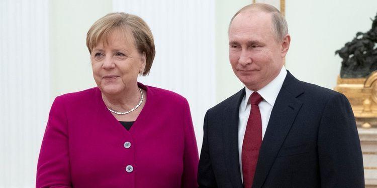 Путин обсудил с Меркель ситуацию в Ливии