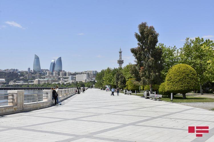 В Азербайджане запрещено собираться группами более 5 человек в общественных местах, на улицах и бульварах