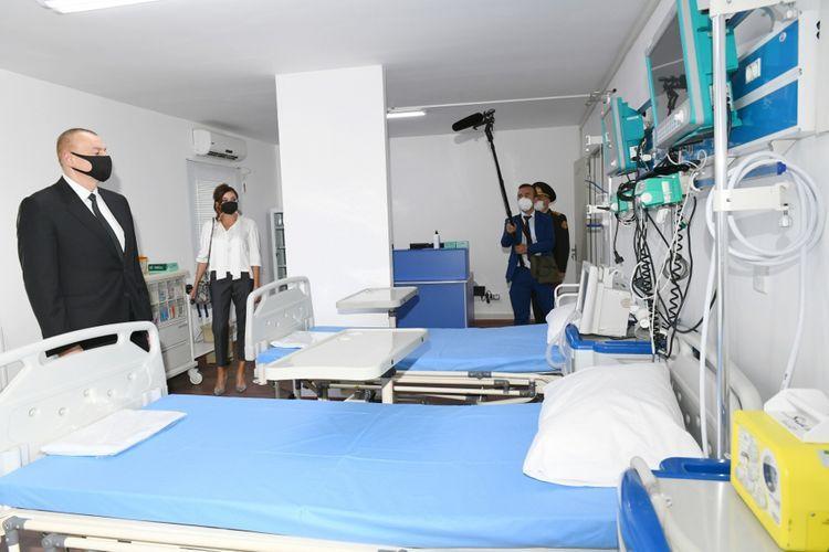 Президент Ильхам Алиев и первая леди Мехрибан Алиева приняли участие в открытии госпиталя модульного типа в Хатаинском районе Баку - <span class=