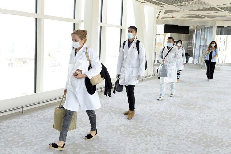 115 Cuban medical specialists on COVID-19 arrive in Azerbaijan