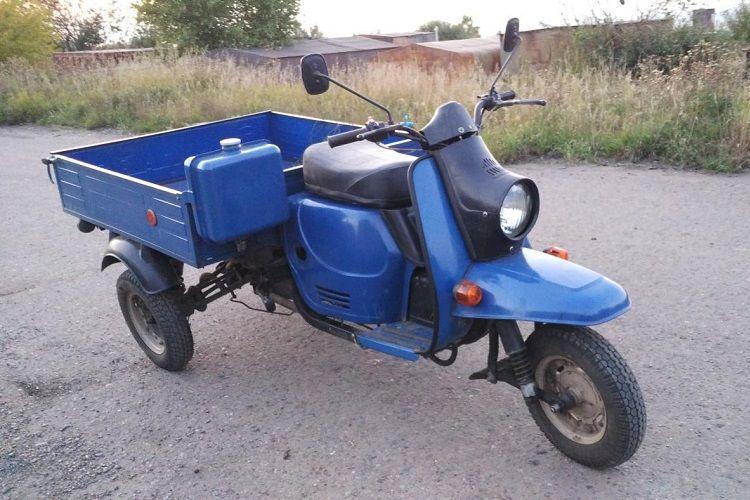 Yevlaxda motoroller aşıb, sürücü xəsarət alıb