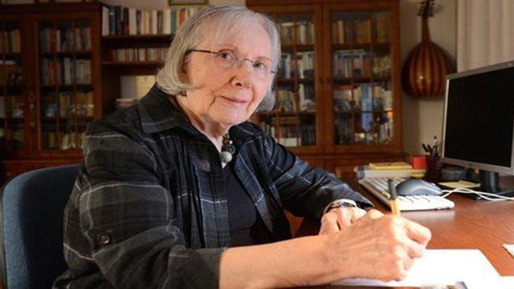 Скончалась известная турецкая писательница Адалет Агаоглу