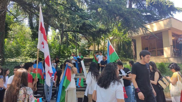 Перед посольством Азербайджана в Грузии проходит акция в поддержку армии - ФОТО