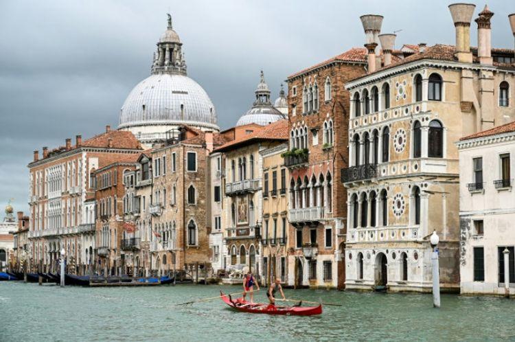 Italy imposes quarantine on travellers from Romania, Bulgaria