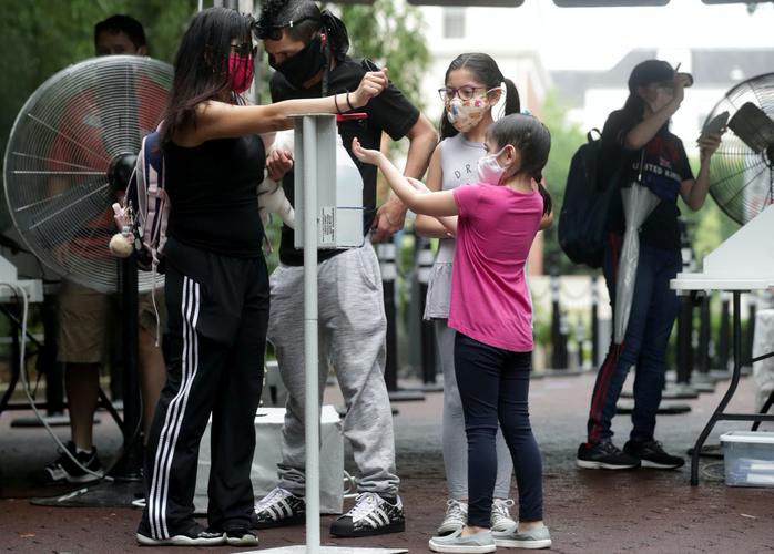 U.S. records 1,000 coronavirus deaths for fourth day, some progress seen