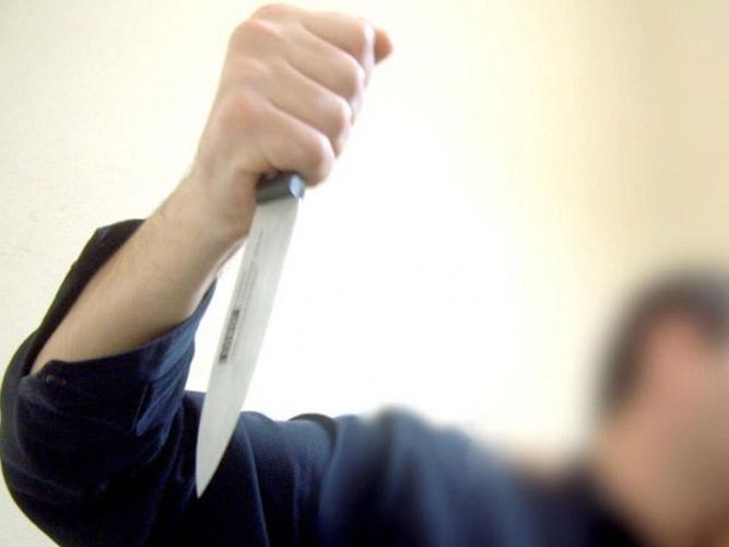 Bakıda gənc başından bıçaqlanıb