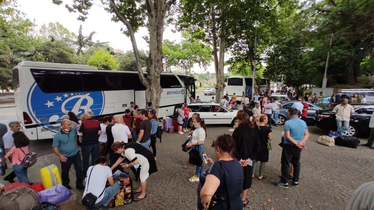 Azerbaijani citizens evacuated  from Georgia seen off to Azerbaijan - UPDATED