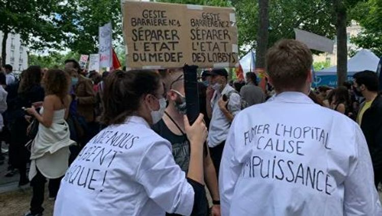 Some 18,000 attend rally of medical workers in Paris