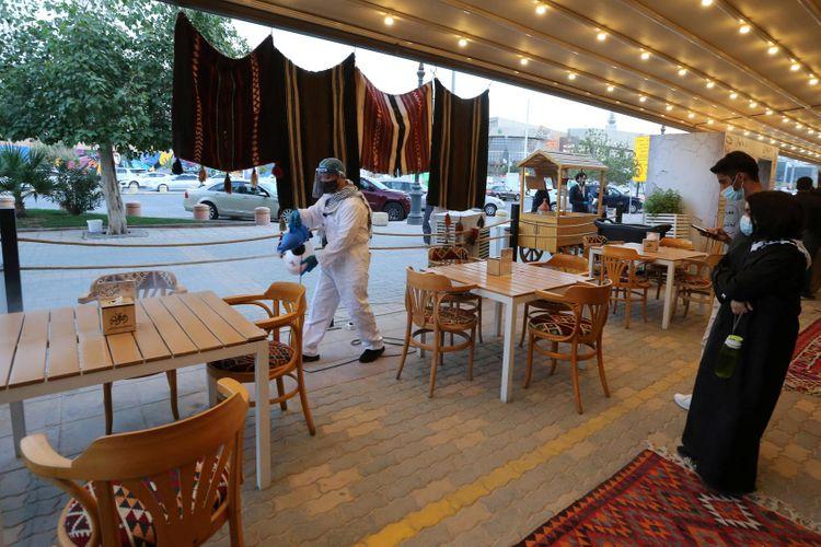 Saudi Arabia to lift nationwide curfew, resume economic activities from Sunday