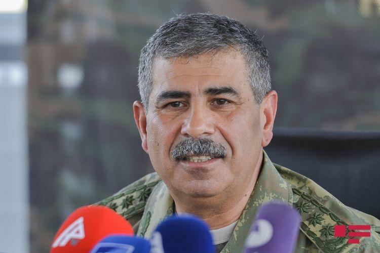 Министр обороны Азербайджана приглашен на военный парад в Москве