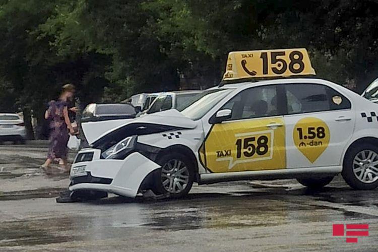 Bakıda taksi marşrut avtobusu ilə toqquşub - FOTO - YENİLƏNİB