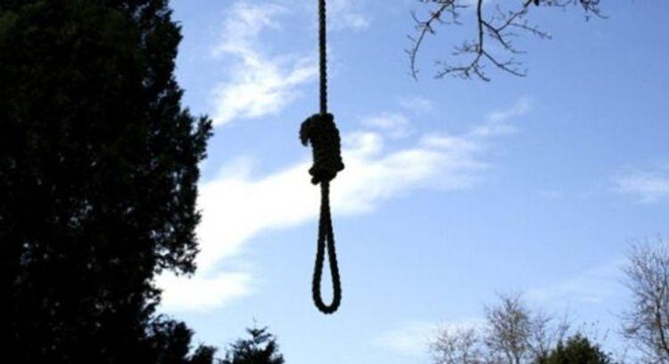 Qaxda üç uşaq anası intihar edib