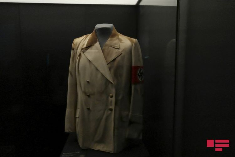Hitler's military tunic, Mussolini's globe, interactive tape:  REPORTAGE from Moscow's