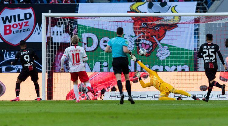 Bundesliqada hər iki oyun heç-heçə başa çatıb