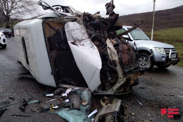 В Исмаиллы столкнулись грузовик и легковой автомобиль, есть погибшие - <span class='red_color'>ОБНОВЛЕНО-ФОТО</span>